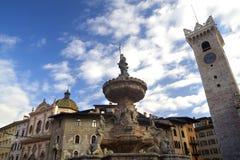 Cuadrado en Trento, Italia de la catedral imagen de archivo libre de regalías
