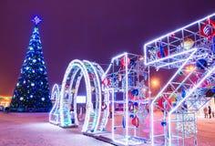 Cuadrado festivo del Año Nuevo con el árbol de navidad Gomel, Bielorrusia Foto de archivo
