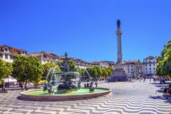 Cuadrado Lisboa Portugal de Rossio de la fuente de Pedro IV de la columna Foto de archivo libre de regalías