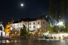 Cuadrado Ljubljana de Preseren por noche Fotos de archivo libres de regalías