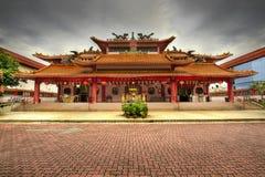 Cuadrado pavimentado templo chino fotos de archivo libres de regalías