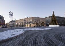 Cuadrado por la tarde, Moscú, Rusia de Lubyanskaya Lubyanka de la decoración de los días de fiesta del Año Nuevo de la Navidad Fotografía de archivo libre de regalías