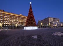 Cuadrado por la tarde, Moscú, Rusia de Lubyanskaya Lubyanka de la decoración de los días de fiesta del Año Nuevo de la Navidad Imágenes de archivo libres de regalías