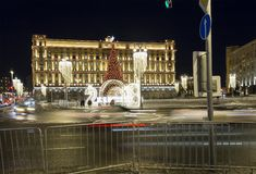 Cuadrado por la tarde, Moscú, Rusia de Lubyanskaya Lubyanka de la decoración de los días de fiesta del Año Nuevo de la Navidad Fotos de archivo