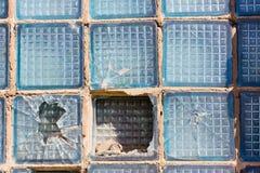 Cuadrado quebrado del vidrio en una caja de ventana Fotos de archivo
