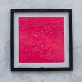 Cuadrado rosado en la ejecución del marco en la pared blanca Arte moderno foto de archivo libre de regalías