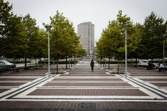 Cuadrado urbano delante de la estación imagen de archivo libre de regalías