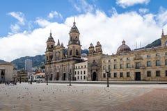 Cuadrado y catedral - Bogotá, Colombia de Bolivar imagen de archivo libre de regalías