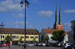 Cuadrado y catedral magníficos de Växjö fotografía de archivo libre de regalías