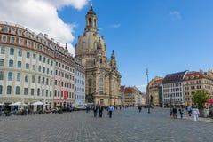 Cuadrado y Dresden Frauenkirche (iglesia de Neumarkt de nuestra señora) imagen de archivo