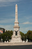 Cuadrado y estatua, Lisboa, Portugal de Restauradores Foto de archivo
