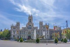 Fuente y palacio de comunicaciones madrid espa a de cibeles foto de archivo imagen de viaje - Oficina central de correos barcelona ...