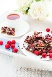 Cuadrados de la frambuesa del chocolate Imagen de archivo
