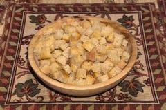 Cuadrados del bizcocho tostado hechos del pan de pan amargo del trigo Fotos de archivo