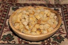 Cuadrados del bizcocho tostado hechos del pan de pan amargo del trigo Foto de archivo libre de regalías