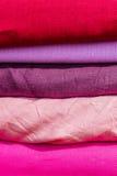 Cuadrados del paño de colores rojos y púrpuras Imagen de archivo libre de regalías