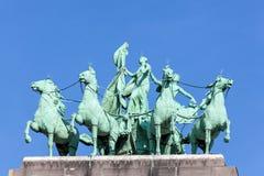 Cuadriga en el arco triunfal en Bruselas Imagen de archivo