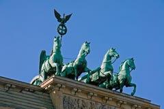 Cuadriga en el Tor de Brandenburger Foto de archivo