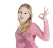Cuadro brillante de la muchacha encantadora que muestra OK Foto de archivo