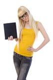 Cuadro de la mujer que se pregunta con el ordenador de la PC de la tablilla Fotografía de archivo