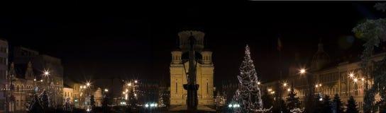 Cuadro de la Navidad, ciudad del panorama por noche Imagenes de archivo