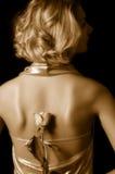 Cuadro de la sepia de una muchacha con una rosa Imagen de archivo