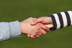 Cuadro del primer de sacudir las manos. Fotografía de archivo libre de regalías