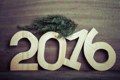 Cuadros de madera ligeros 2016 y rama del árbol de navidad en GR Imágenes de archivo libres de regalías