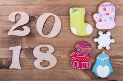 Cuadros 2018 y pan de jengibre del día de fiesta Fotografía de archivo libre de regalías