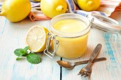 Cuajada de limón en un tarro de cristal Foto de archivo libre de regalías