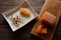 cuajada del requesón con el panal de la miel Foto de archivo libre de regalías