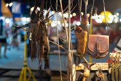 Cualidades de la cría de nativo americano en un festival del nativo americano foto de archivo