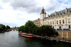 Cuando en París El la de Ile de cita, río de Sein del beautifill imagen de archivo libre de regalías