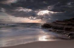 Cuando la luz del sol frota ligeramente el mar Fotografía de archivo libre de regalías