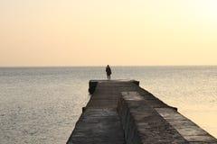 Cuando usted ama la salida del sol sobre el mar imagenes de archivo