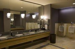 Cuarto de baño aseado del hotel Foto de archivo libre de regalías