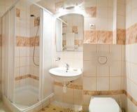 Cuarto de baño beige Foto de archivo