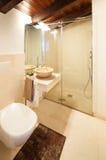 Cuarto de baño cómodo Foto de archivo libre de regalías