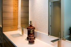 Cuarto de baño casero de lujo imagen de archivo libre de regalías