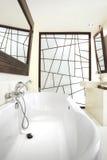 Cuarto de baño con diseño gráfico imagen de archivo libre de regalías