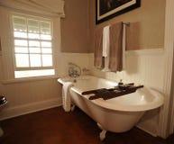 Cuarto de baño con la bañera Foto de archivo libre de regalías
