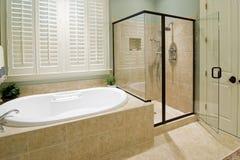 Cuarto de baño con la ducha Imagen de archivo libre de regalías