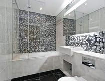 Cuarto de baño contemporáneo fotos de archivo