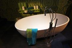 Cuarto de baño contemporáneo moderno Foto de archivo libre de regalías