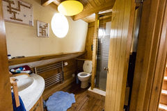 Cuarto de baño del barco foto de archivo