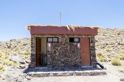 Cuarto de baño en el desierto de Atacama Fotos de archivo