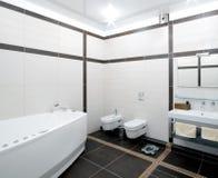 Cuarto de baño en estilo del minimalism fotos de archivo libres de regalías