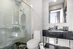 Cuarto de baño en mi condominio Foto de archivo