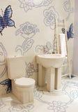 Cuarto de baño en una casa moderna Imagen de archivo libre de regalías