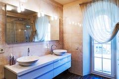 Cuarto de baño grande Imagenes de archivo
